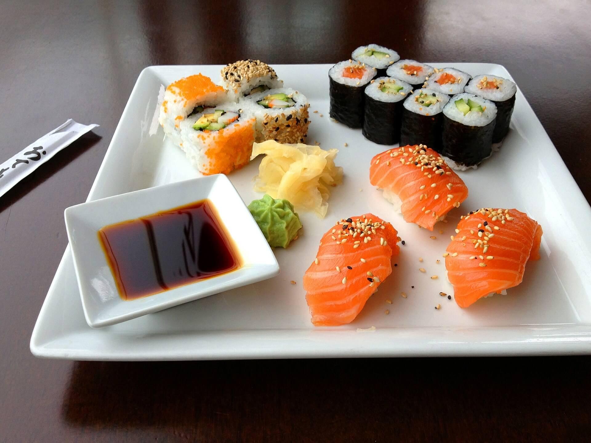 Kulinarny symbol Japonii – sushi